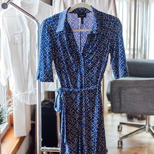 Blue & white pattern button front dress (w. tie)